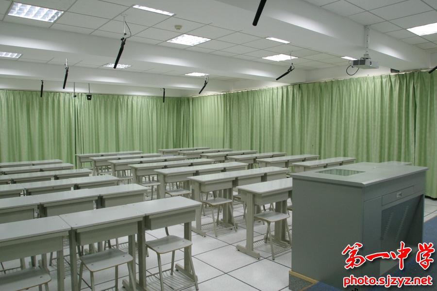 首页 学校概况 校园风景   录播教室采用全自动录播系统,可以在教师