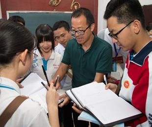 新东方教育集团创始人俞敏洪做客石家庄一中