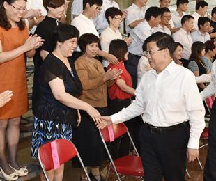石家庄一中党委委员马瑞华出席河北省2017年教师节座谈会并做典型发言
