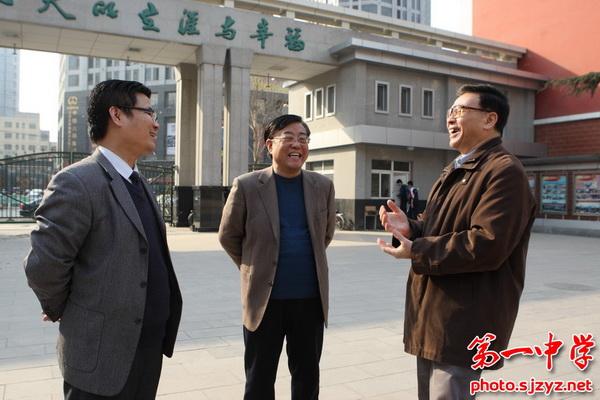 北京大学郭建栋教授为我校高一级部创新英才班授课