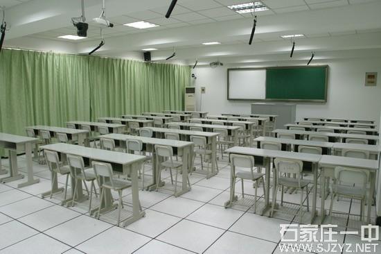现代化的多媒体录播教室